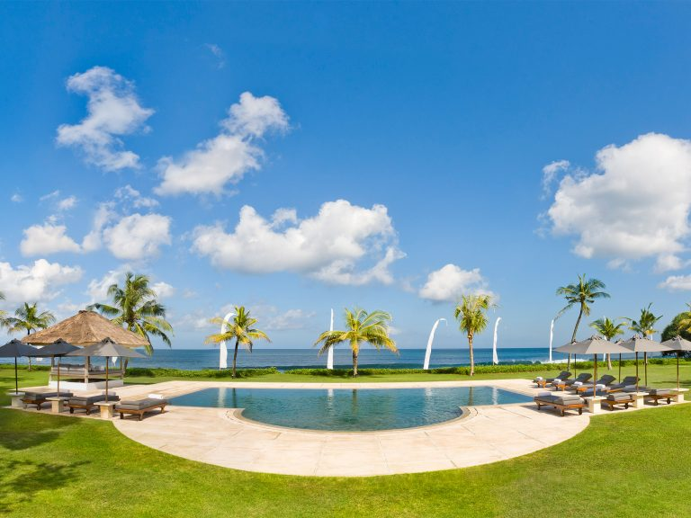 3. Atas Ombak - Pool and the sea